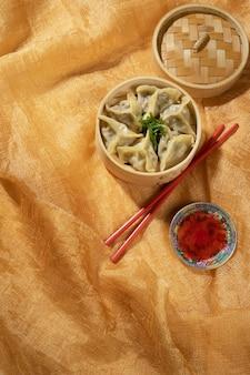 Deliciosa variedade de comida asiática