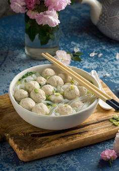 Deliciosa variedade de tigela de bakso