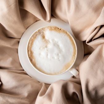 Deliciosa xícara de café com chantilly