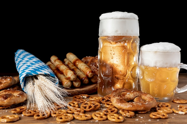 Deliciosas bebidas e petiscos da baviera