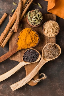 Deliciosas especiarias indianas na horizontal