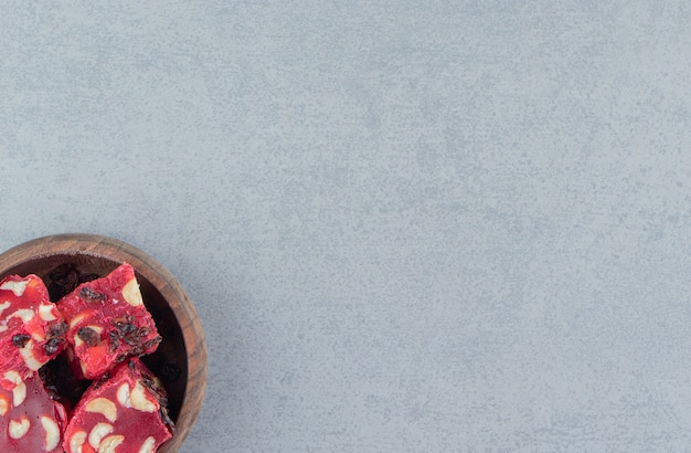 Deliciosas iguarias turcas em uma tigela no fundo de mármore. foto de alta qualidade
