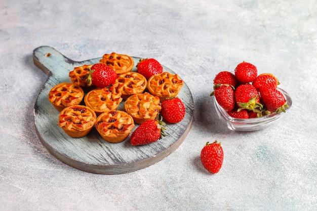 Deliciosas mini tortinhas de morango.