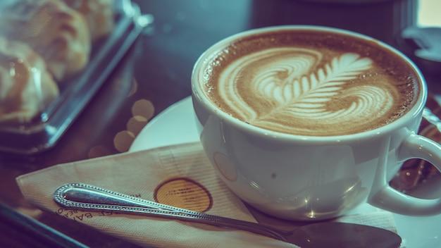 Delicioso aroma café com leite quente