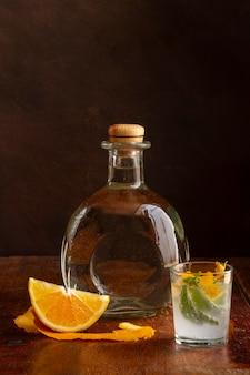 Delicioso arranjo de bebida alcoólica de mezcal