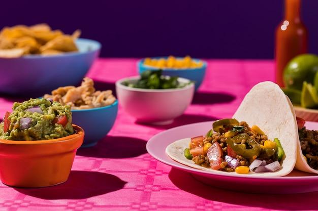 Delicioso arranjo de comida mexicana