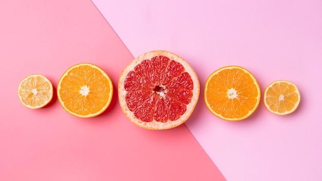 Delicioso arranjo de frutas cítricas com vista superior