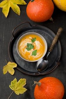 Delicioso arranjo de sopa de outono