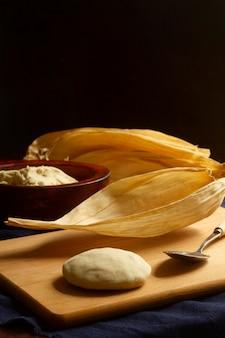 Delicioso arranjo de tamales tradicionais