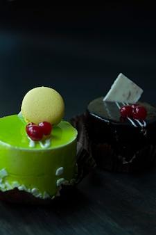 Delicioso bolo de chocolate e pistache