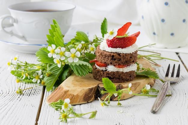 Delicioso bolo de morango, doces caseiros