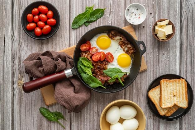 Delicioso café da manhã arranjo