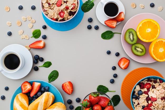 Delicioso café da manhã saudável com copyspace