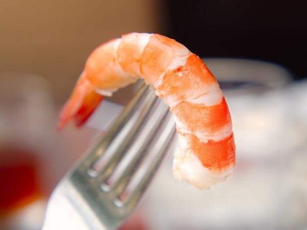 Delicioso camarão cozido ou camarão, frutos do mar descascados