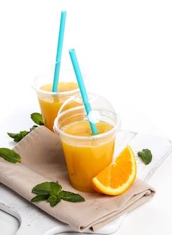 Delicioso copo de suco de laranja