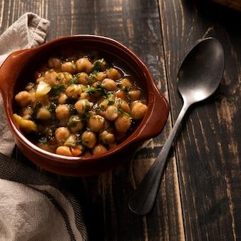 Delicioso feijão cozido em uma tigela