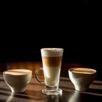 Delicioso latte macchiato orgânico com leite