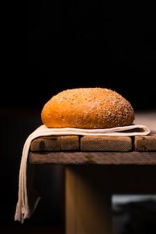 Delicioso pão caseiro com sementes