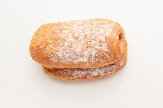 Delicioso pãozinho com açúcar de confeiteiro