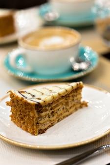 Delicioso pedaço de bolo esteraz