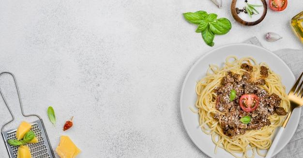 Delicioso prato com spaghetii à bolonhesa