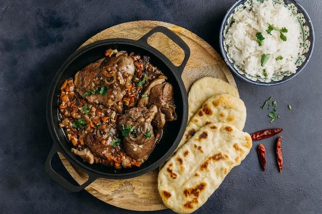Delicioso prato paquistanês na horizontal