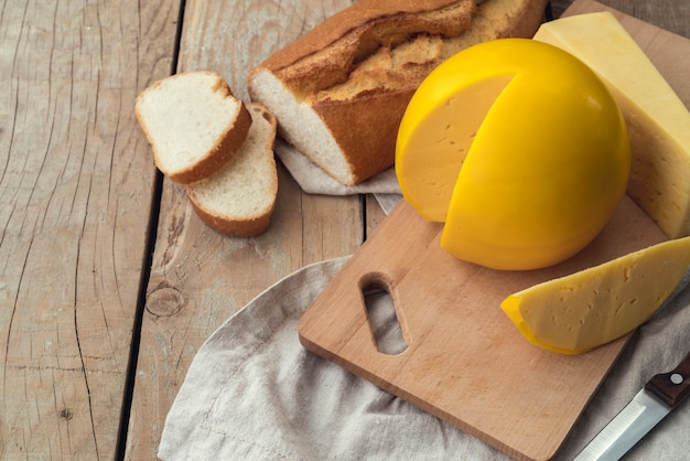 Delicioso queijo caseiro com pão