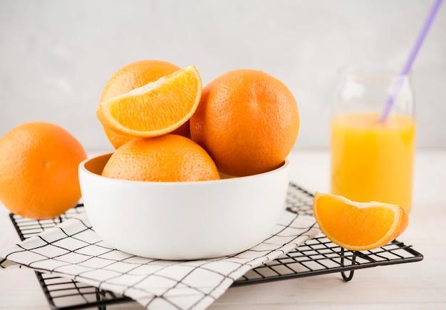Delicioso suco de laranja caseiro