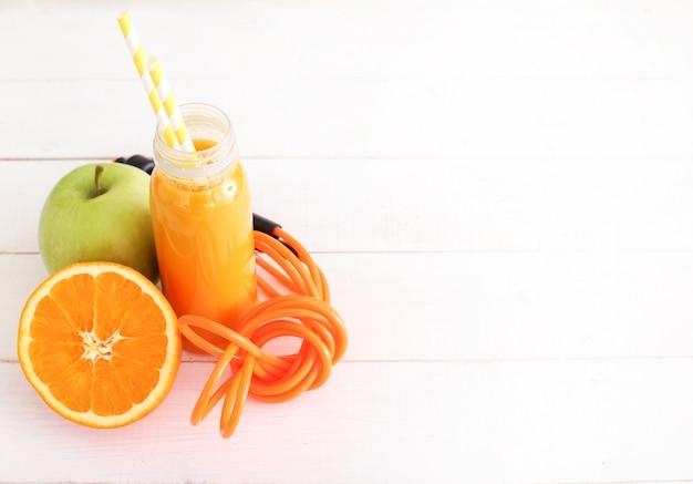 Delicioso suco feito com várias frutas
