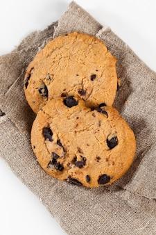 Deliciosos biscoitos de farinha de trigo e gotas de chocolate