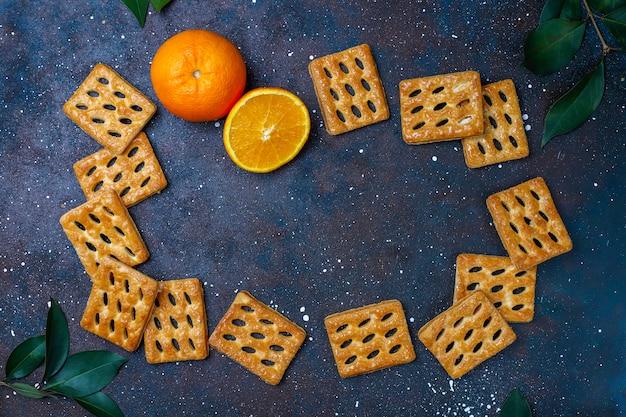 Deliciosos biscoitos de massa folhada, vista superior
