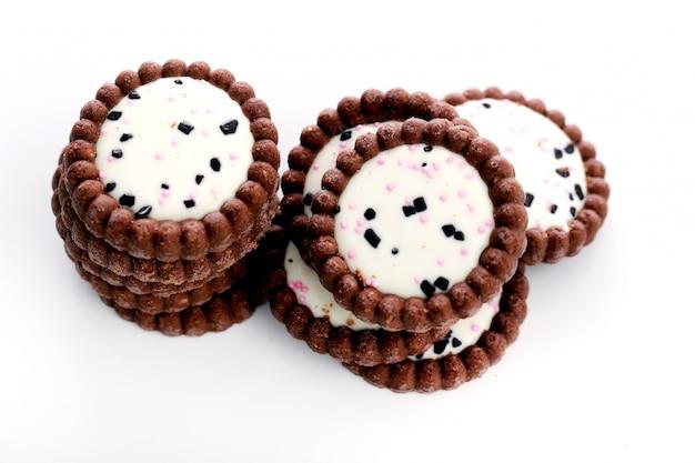 Deliciosos biscoitos na mesa