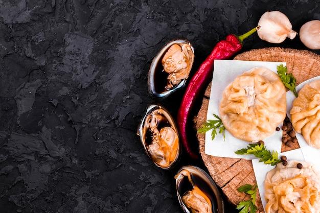 Deliciosos bolinhos asiáticos com espaço de cópia