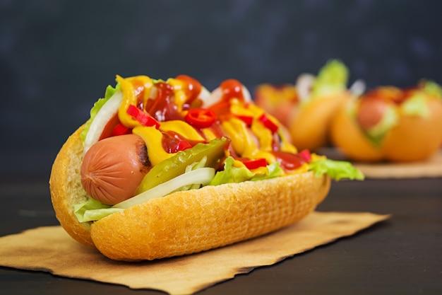 Deliciosos cachorros-quentes caseiros