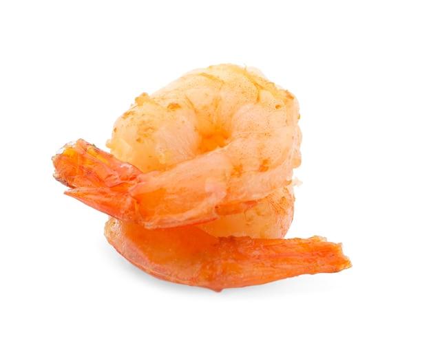 Deliciosos camarões grelhados na superfície branca