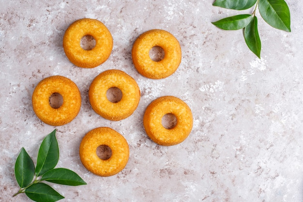 Deliciosos donuts simples, vista superior