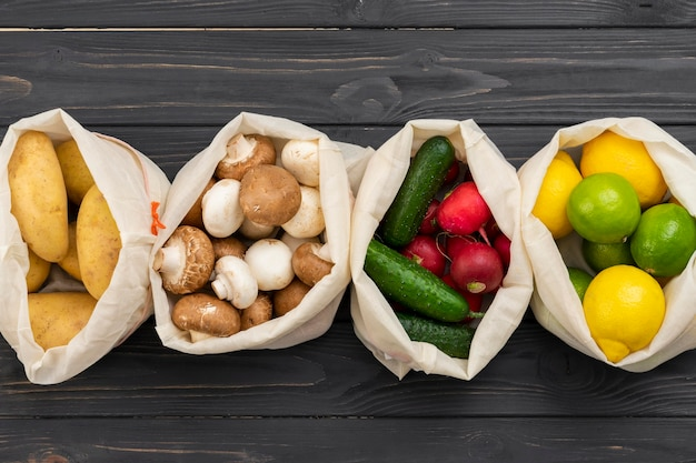 Deliciosos legumes em sacos