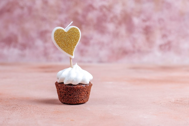 Deliciosos mini bolinhos de chocolate no dia dos namorados.