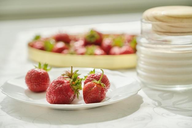 Deliciosos morangos doces apetitosos, vitaminas naturais na primavera verão