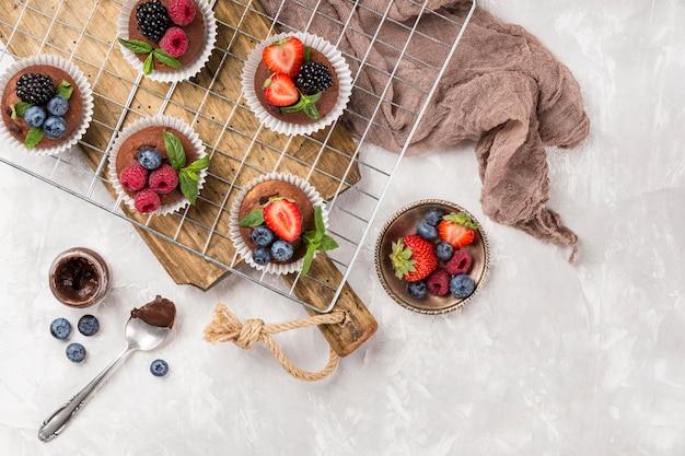 Deliciosos muffins e pano