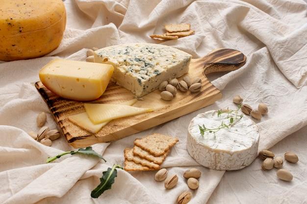 Deliciosos queijos e nozes orgânicos