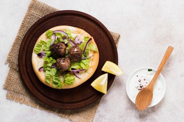 Deliciosos rolos de carne árabe fast-food