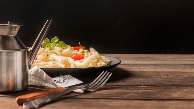 Deliciouse macarrão com legumes