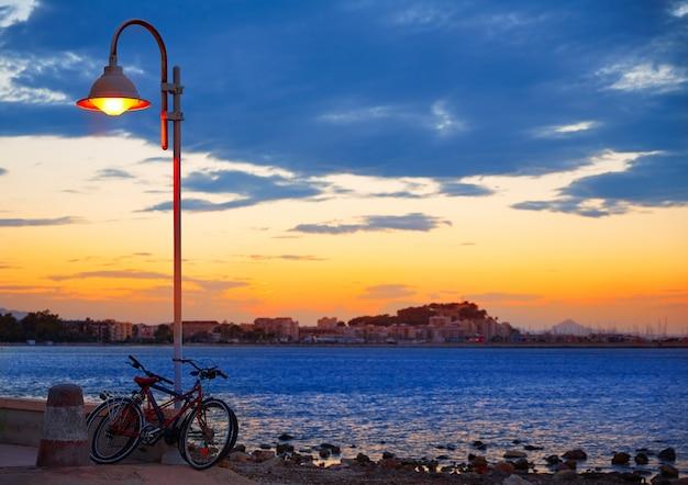 Denia pôr do sol las rotas no mediterrâneo espanha