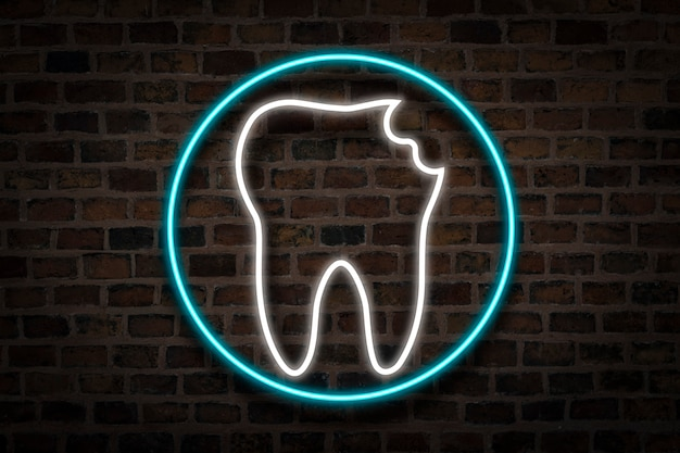 Dente danificado, sinal de néon no fundo da parede de fogo. o conceito de clínica odontológica, primeiros socorros.