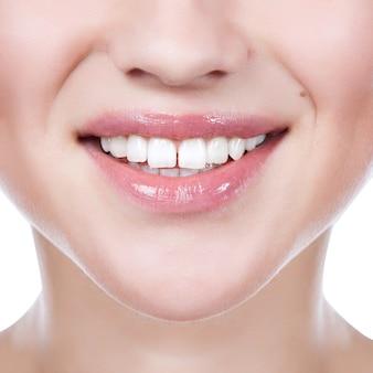 Dentes saudáveis mulher e sorriso. fechar-se.