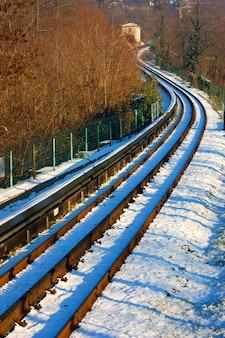 Dentiera di superga - ferrovia na itália