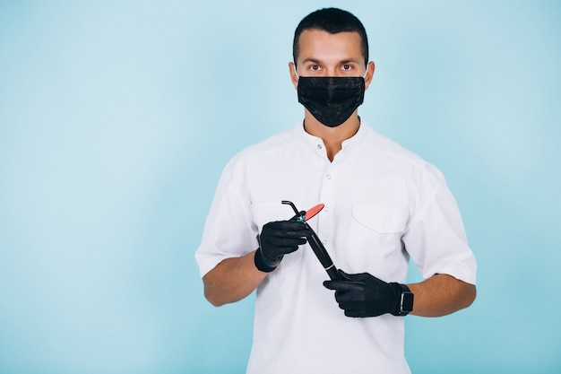Dentista em desgaste de sargento isolado