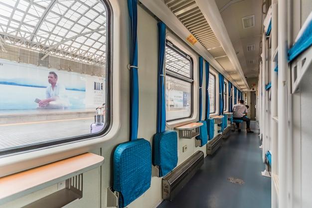 Dentro da vista do trem