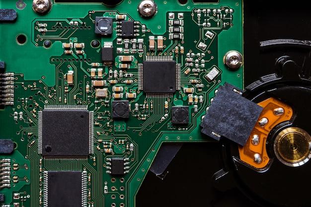 Dentro do computador, componentes e circuitos da placa-mãe de hardware